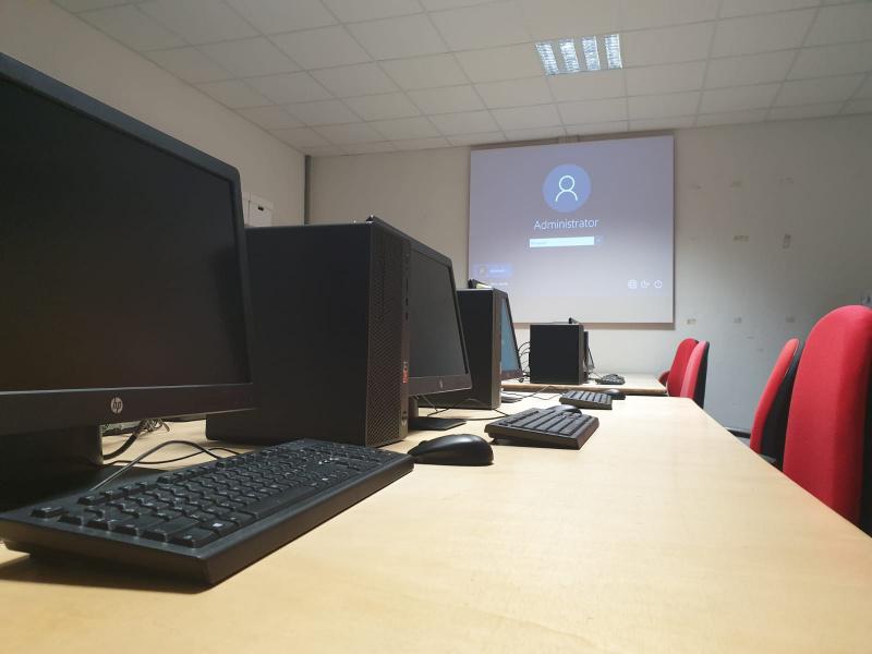 Abaco: nuova aula informatica